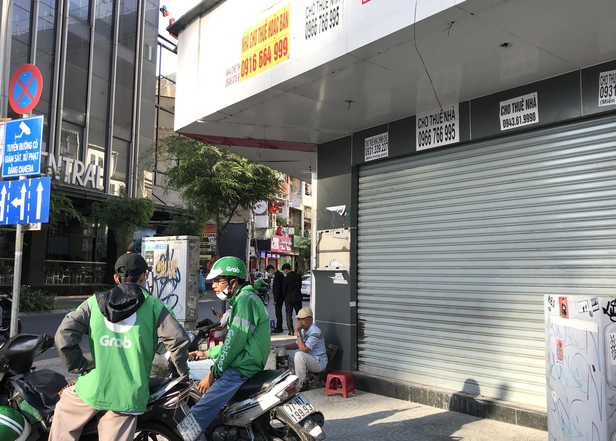 Hình ảnh loạt cửa hàng Toocha, sữa đậu nành Mr Bean của Shark Thủy, thậm chí 7-Eleven cũng đóng cửa vì Covid-19 - Ảnh 14.