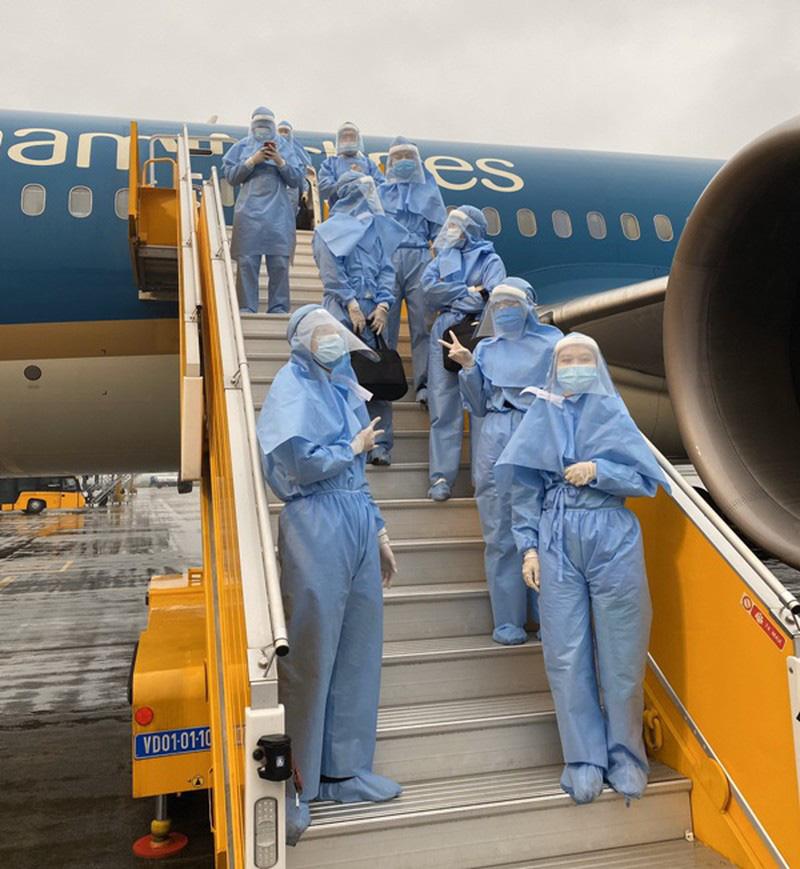 700 tiếp viên hàng không đăng kí không nhận lương 2-3 tháng - Ảnh 1.