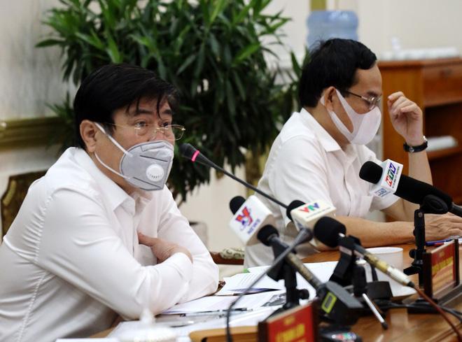 Sở Y tế khuyến cáo người dân TP HCM hạn chế ra đường - Ảnh 1.