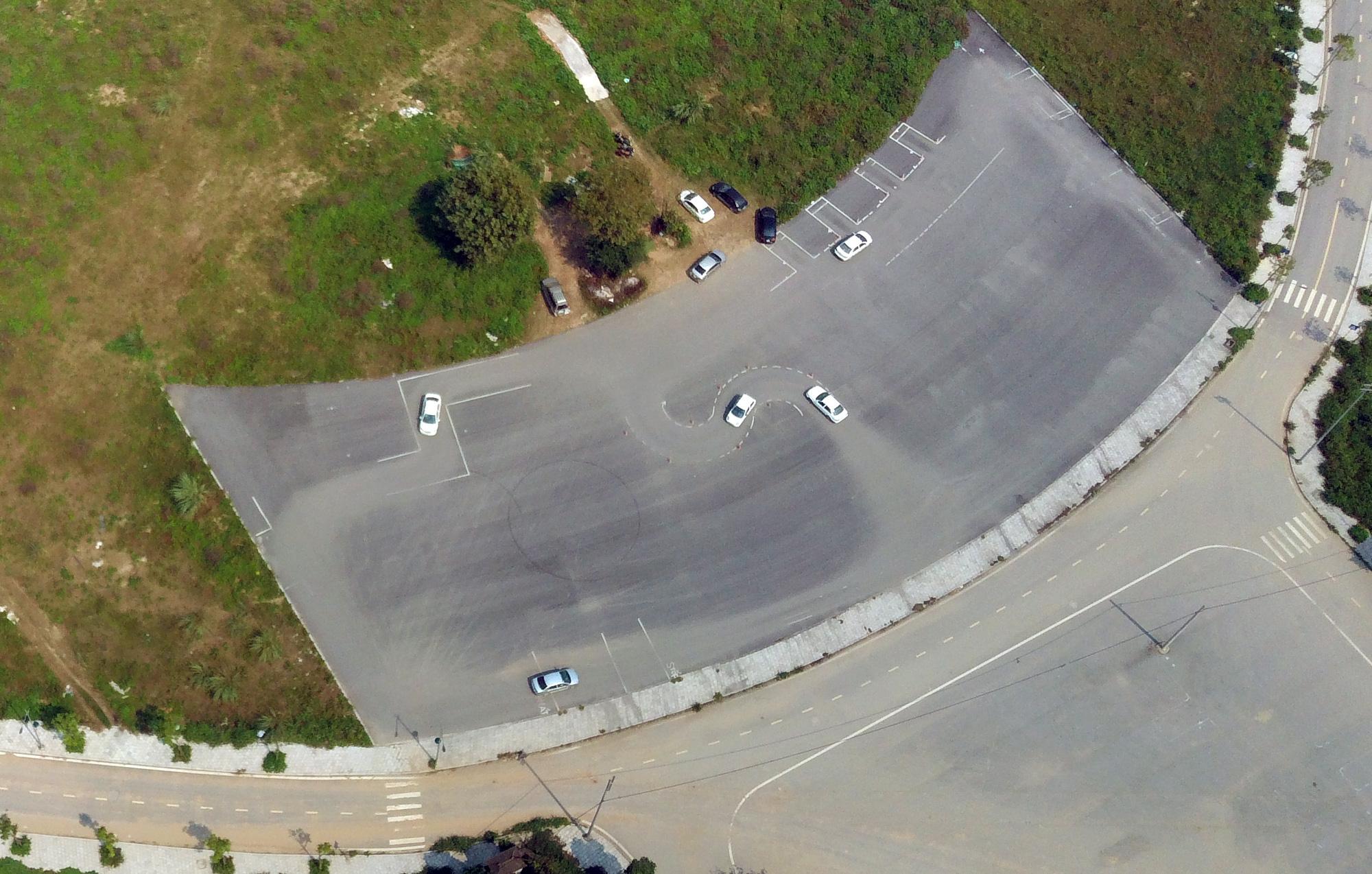 Phòng dịch Covid-19: Hà Nội tạm dừng đào tạo, sát hạch cấp giấy phép lái xe từ 23/3 - Ảnh 1.