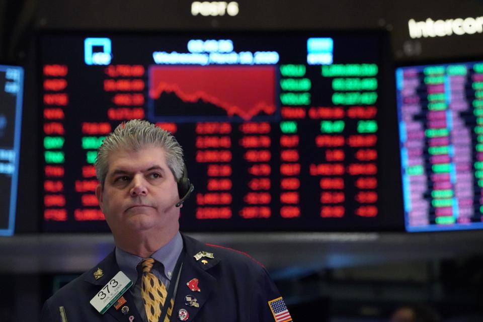 Sàn giao dịch chứng khoán New York tạm thời đóng cửa, chuyển sang giao dịch điện tử vì có 2 nhân viên mắc Covid-19 - Ảnh 1.