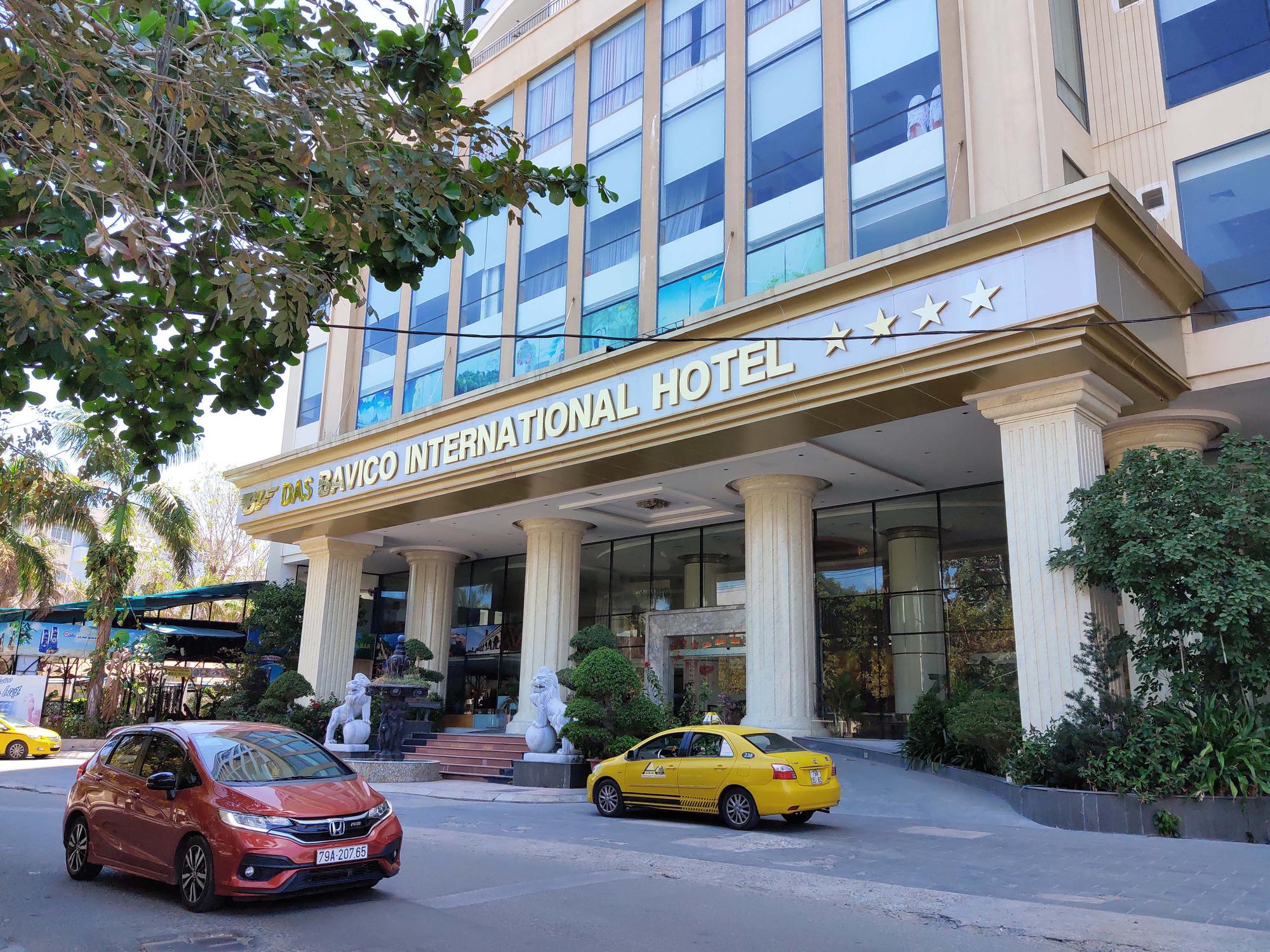 Nha Trang: Hàng loạt khách sạn rao bán, tạm ngừng hoạt động vì Covid-19 - Ảnh 1.