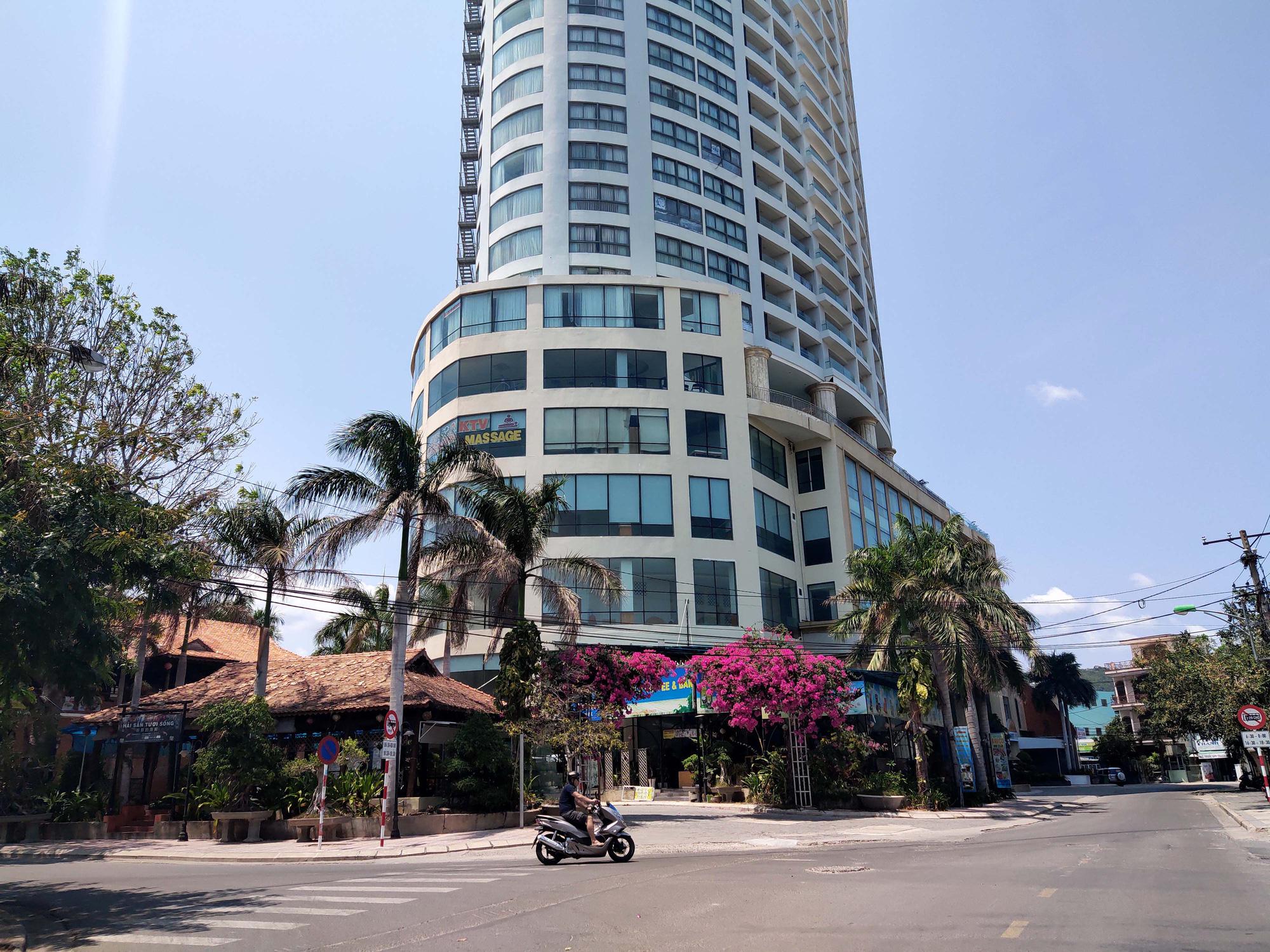 Nha Trang: Hàng loạt khách sạn rao bán, tạm ngừng hoạt động vì Covid-19 - Ảnh 3.