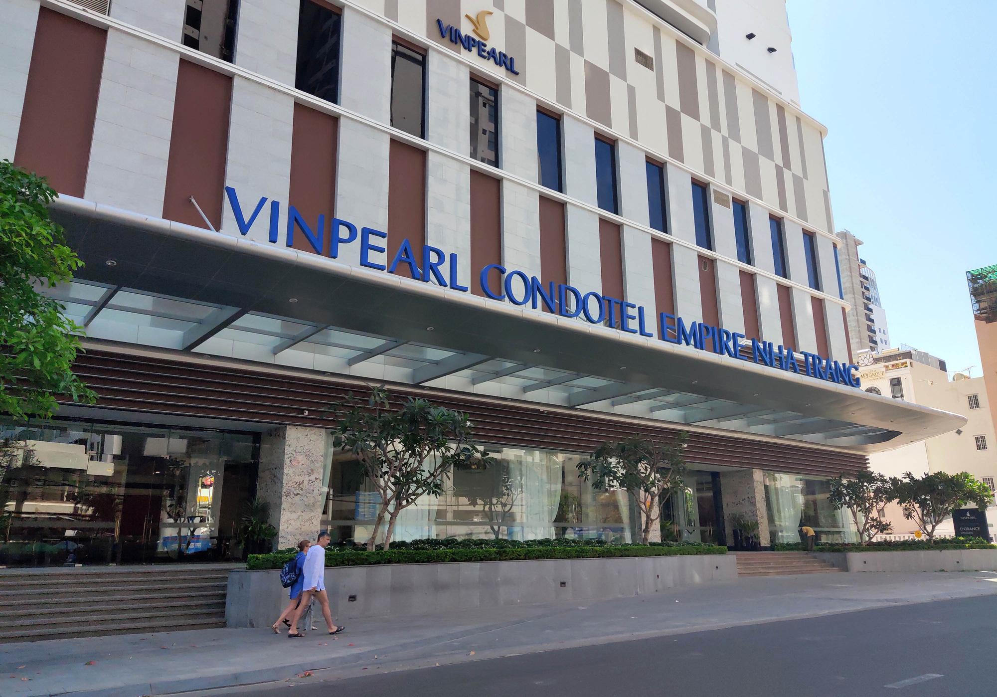 Nha Trang: Hàng loạt khách sạn rao bán, tạm ngừng hoạt động vì Covid-19 - Ảnh 2.