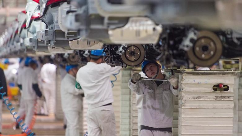 Các nhà máy của Trung Quốc vừa có một tháng tồi tệ nhất trong lịch sử vì virus Covid - 19 - Ảnh 1.