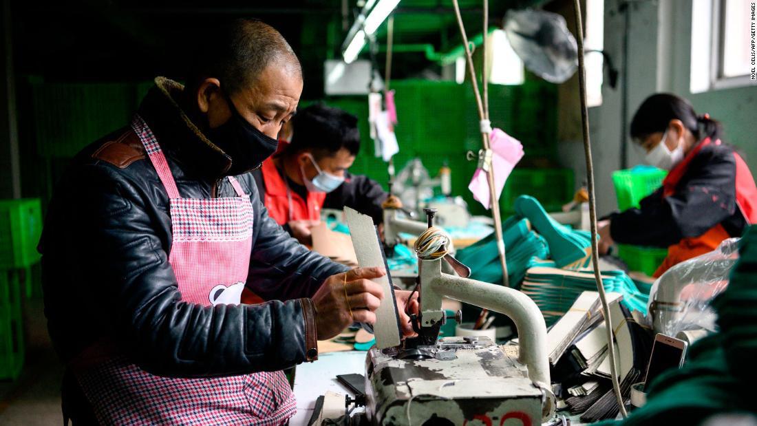 Các nhà máy của Trung Quốc vừa có một tháng tồi tệ nhất trong lịch sử vì virus Covid - 19 - Ảnh 2.