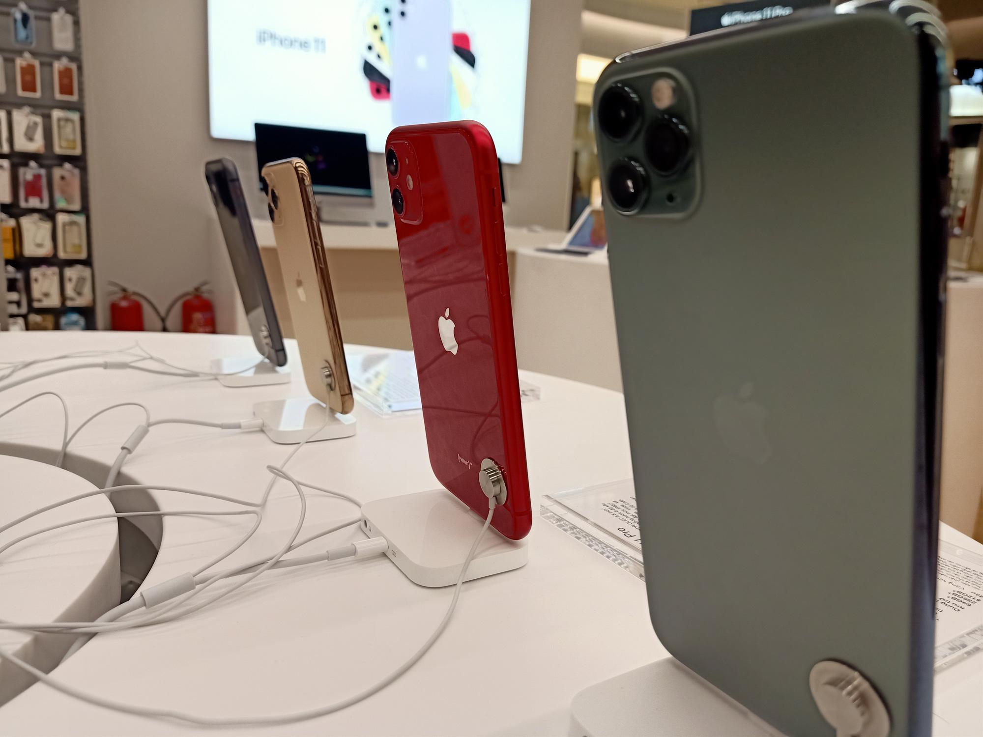 Điện thoại giảm giá tuần này: Điện thoại cao cấp có phần im ắng so với các phân khúc khác - Ảnh 1.