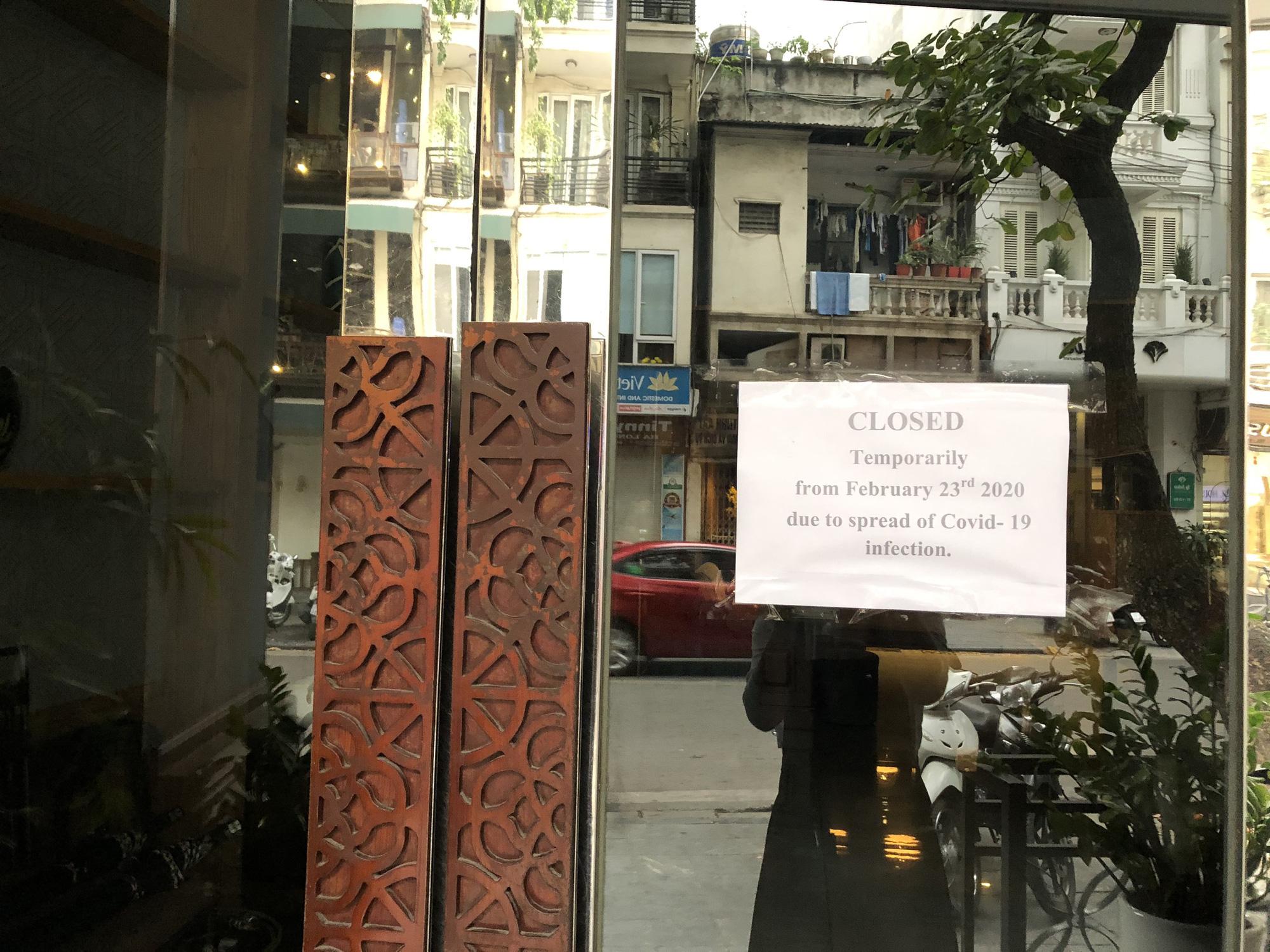 Hàng loạt khách sạn phố cổ Hà Nội đóng cửa, nhiều nơi giảm giá đến 60% để hút khách giữa mùa dịch virus corona - Ảnh 2.