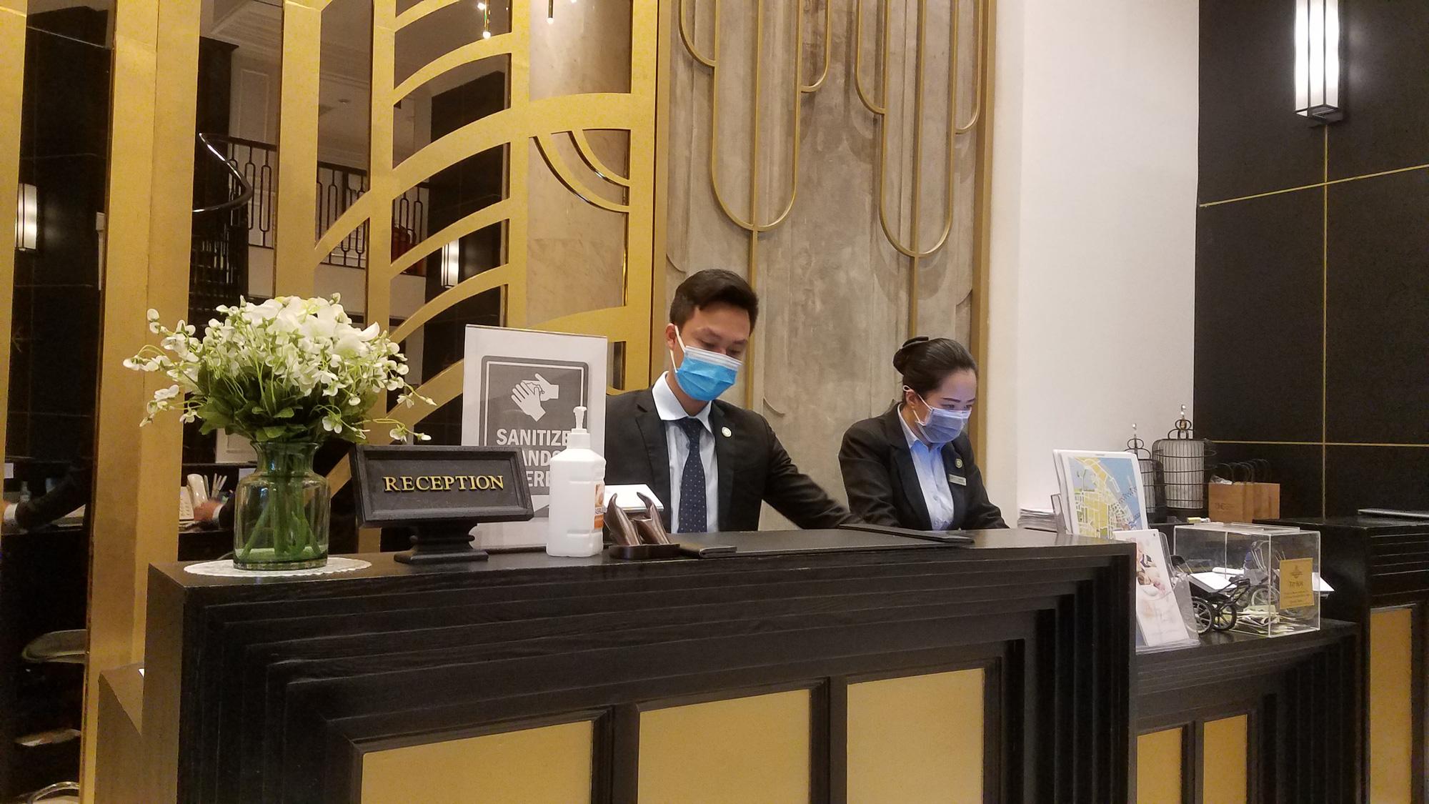 Hàng loạt khách sạn phố cổ Hà Nội đóng cửa, nhiều nơi giảm giá đến 60% để hút khách giữa mùa dịch virus corona - Ảnh 11.