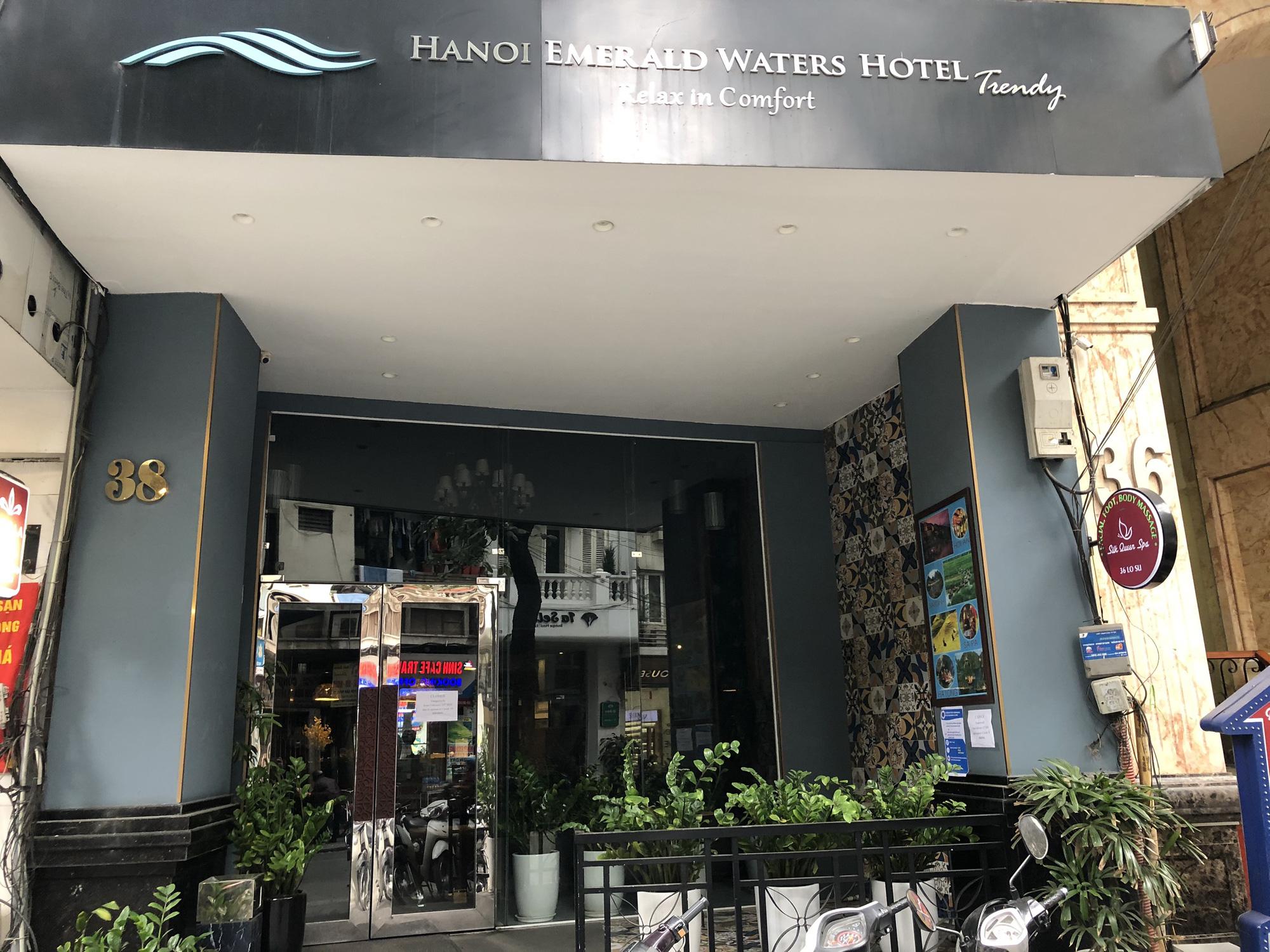 Hàng loạt khách sạn phố cổ Hà Nội đóng cửa, nhiều nơi giảm giá đến 60% để hút khách giữa mùa dịch virus corona - Ảnh 1.