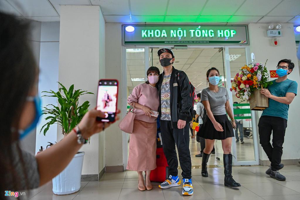 30 công dân Việt Nam trở về từ Vũ Hán được xuất viện - Ảnh 8.