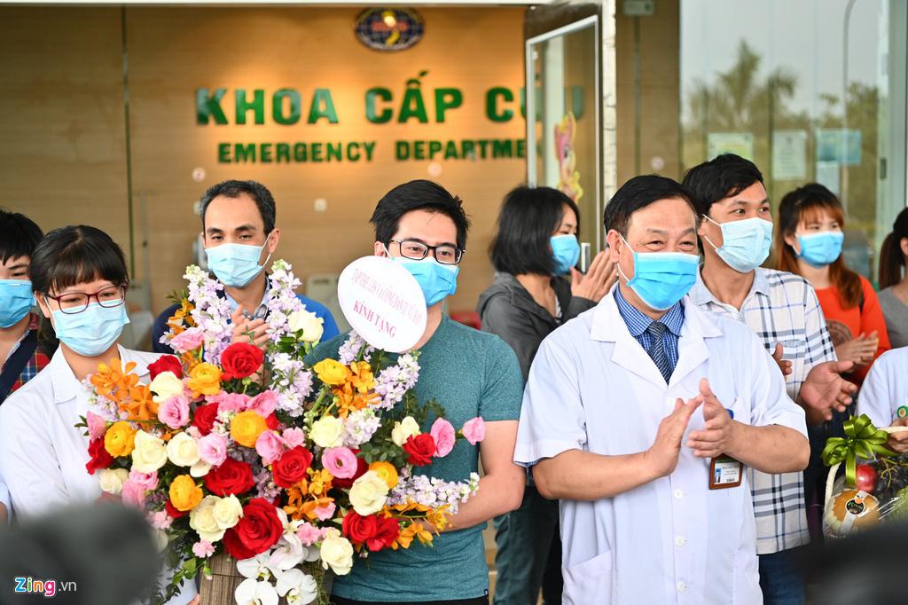 30 công dân Việt Nam trở về từ Vũ Hán được xuất viện - Ảnh 9.