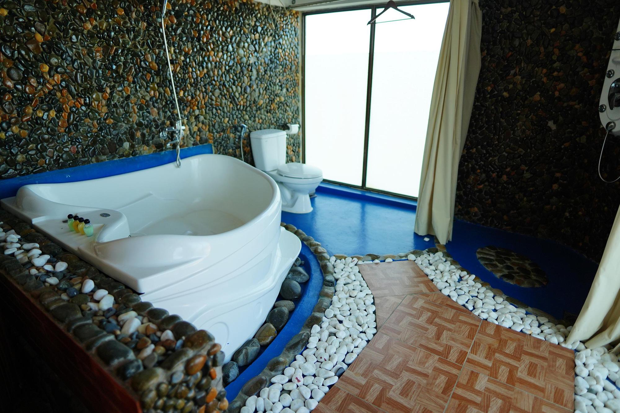 Nhiều người xin được cách li ở resort, khách sạn cao cấp - Ảnh 13.