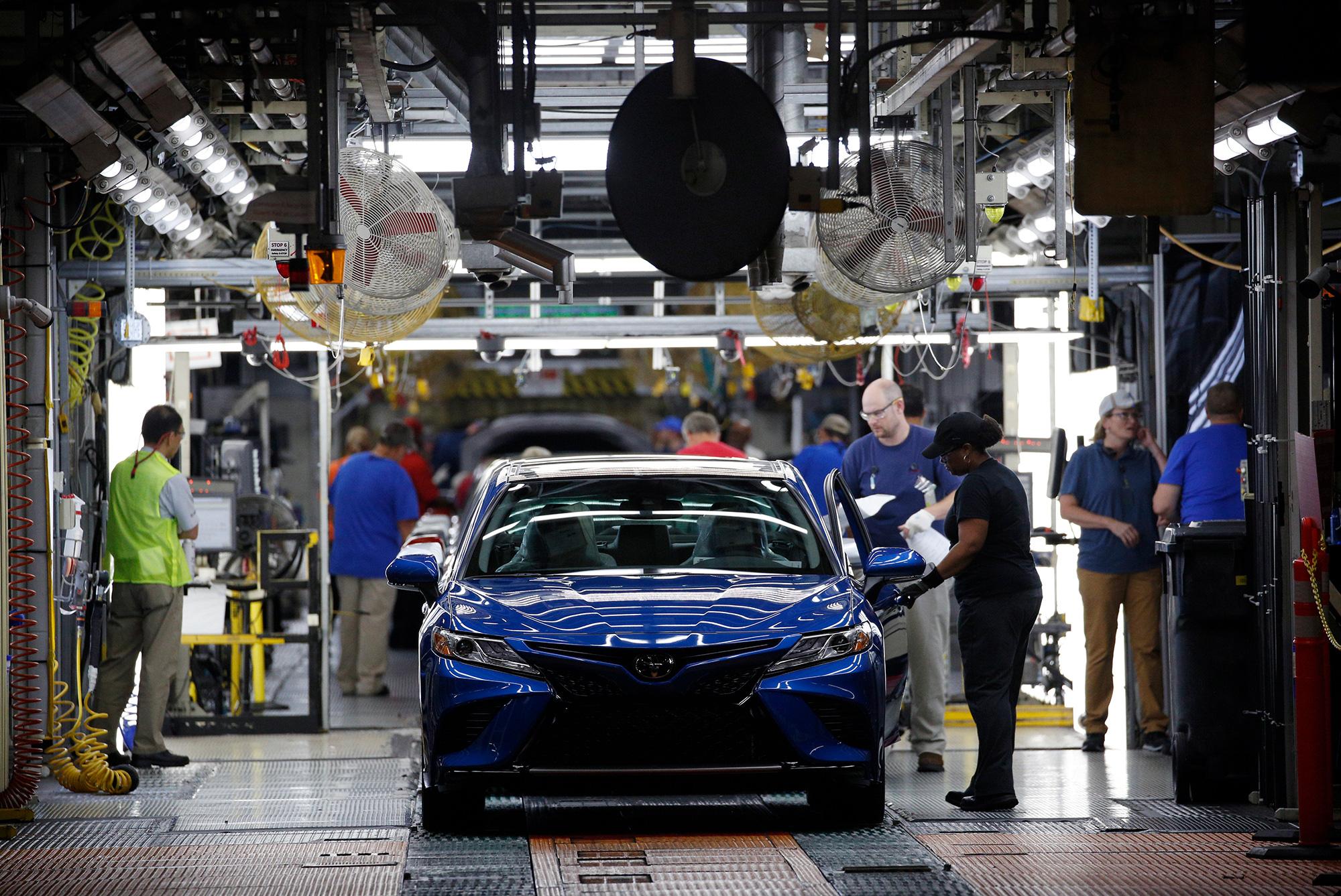 Thất thủ trước Covid - 19, một loạt các hãng xe phải đóng cửa nhà máy, đẩy hàng triệu người rơi vào cảnh thất nghiệp - Ảnh 1.