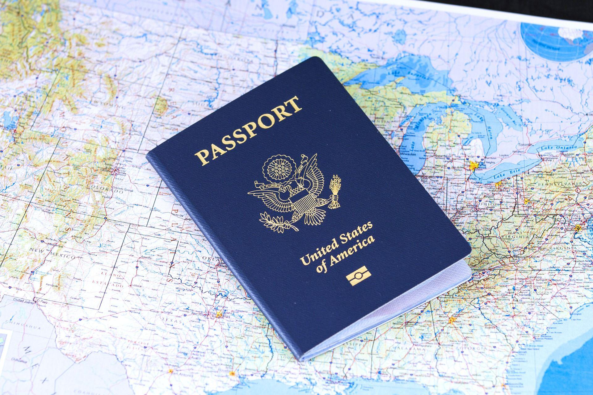 Đại sứ quán Mỹ tạm ngừng phỏng vấn cấp xét thị thực tại Việt Nam - Ảnh 1.