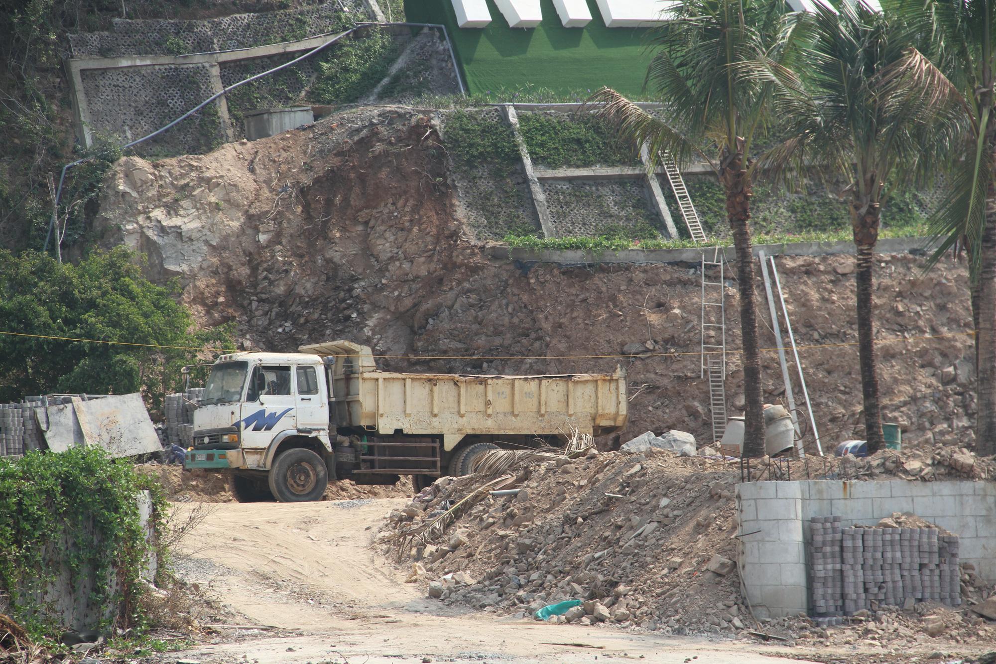 KDL Hòn Tằm bị xử phạt vì xây dựng công trình sai phép trong khu vực vịnh Nha Trang - Ảnh 2.