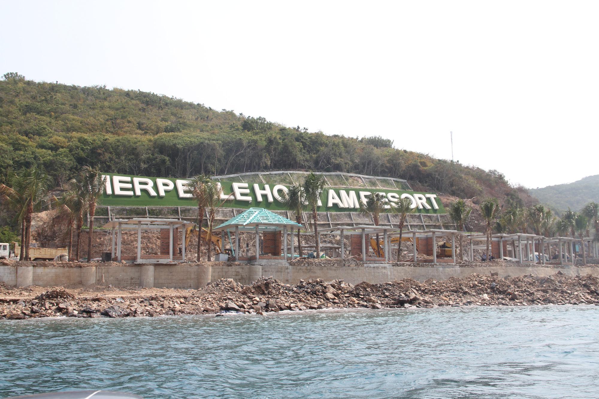 KDL Hòn Tằm bị xử phạt vì xây dựng công trình sai phép trong khu vực vịnh Nha Trang - Ảnh 1.