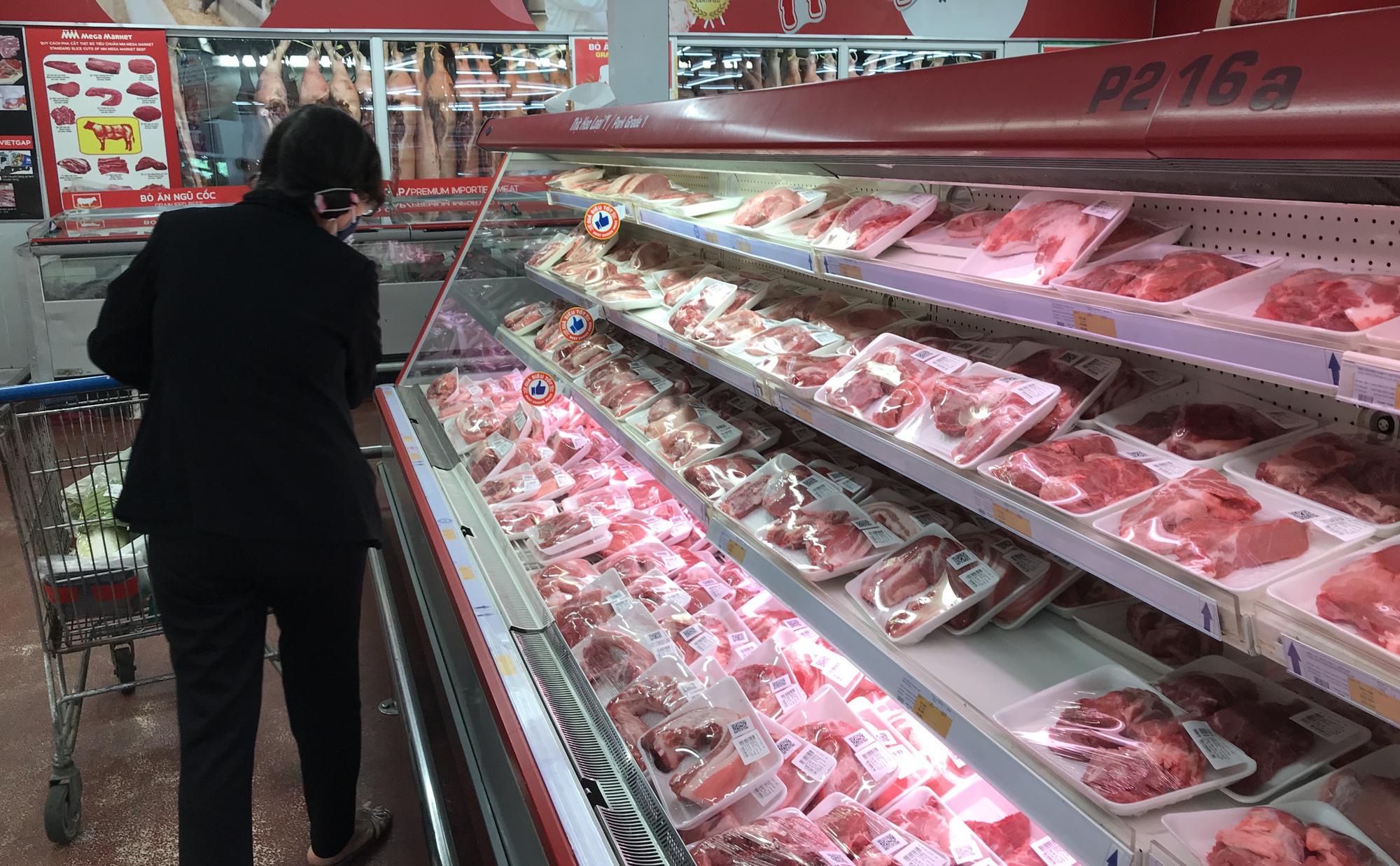 Chuẩn bị nhập 50.000 tấn thịt heo để giảm giá heo hơi trong nước - Ảnh 1.