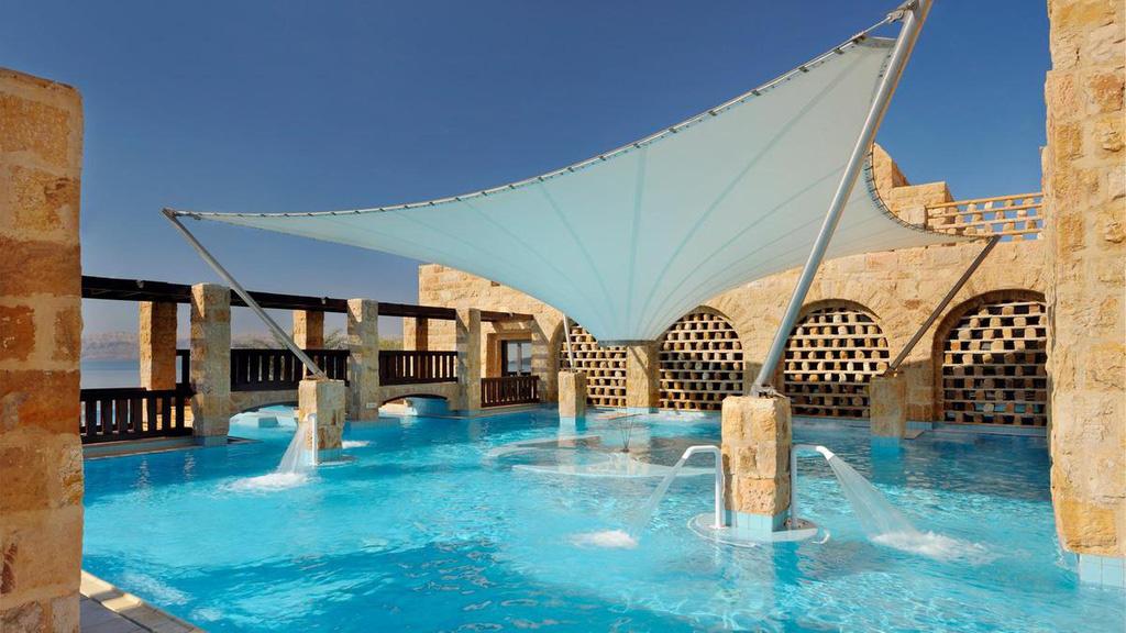 Những khu nghỉ dưỡng trên thế giới được dùng làm khu cách li phòng chống dịch corona - Ảnh 3.