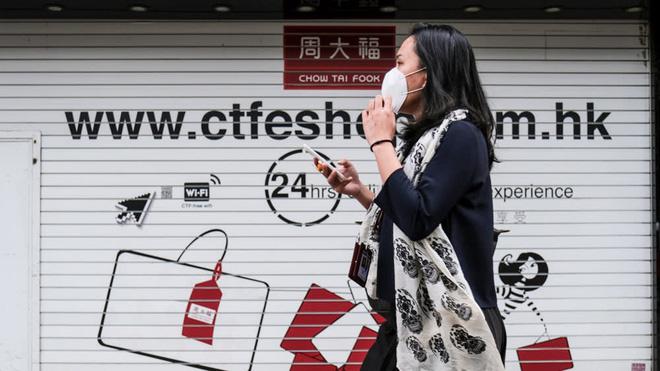 Khủng hoảng vì dịch bệnh, người Hong Kong rao bán đồ xa xỉ - Ảnh 1.