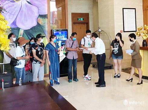 Đà Nẵng: Khách nước ngoài vỡ òa niềm vui hoàn thành 2 tuần cách li tại KS Vanda - Ảnh 1.