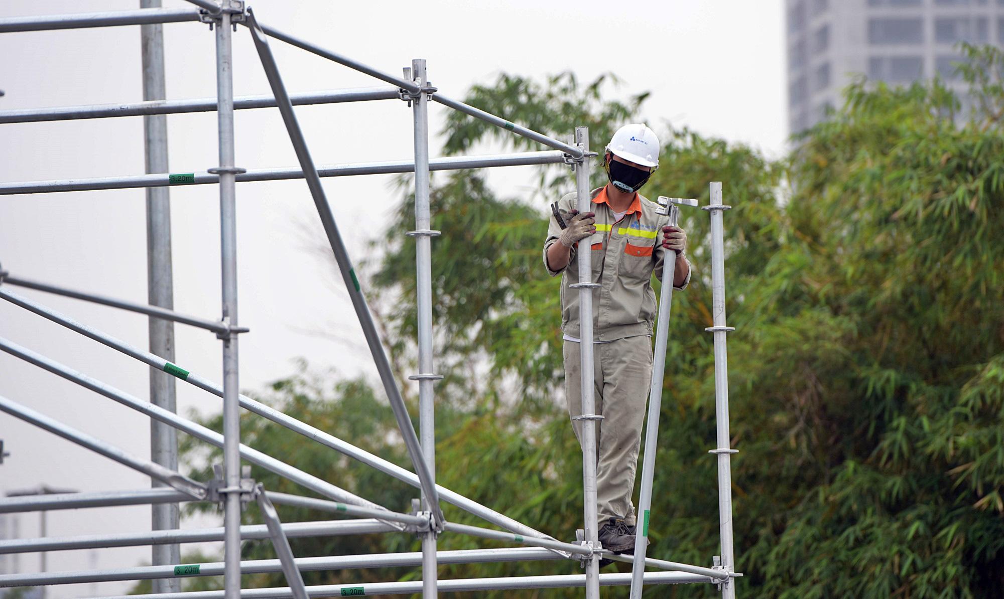 Hoãn đua F1 Hà Nội vì dịch Covid-19, khán đài di động bị tháo dỡ - Ảnh 10.