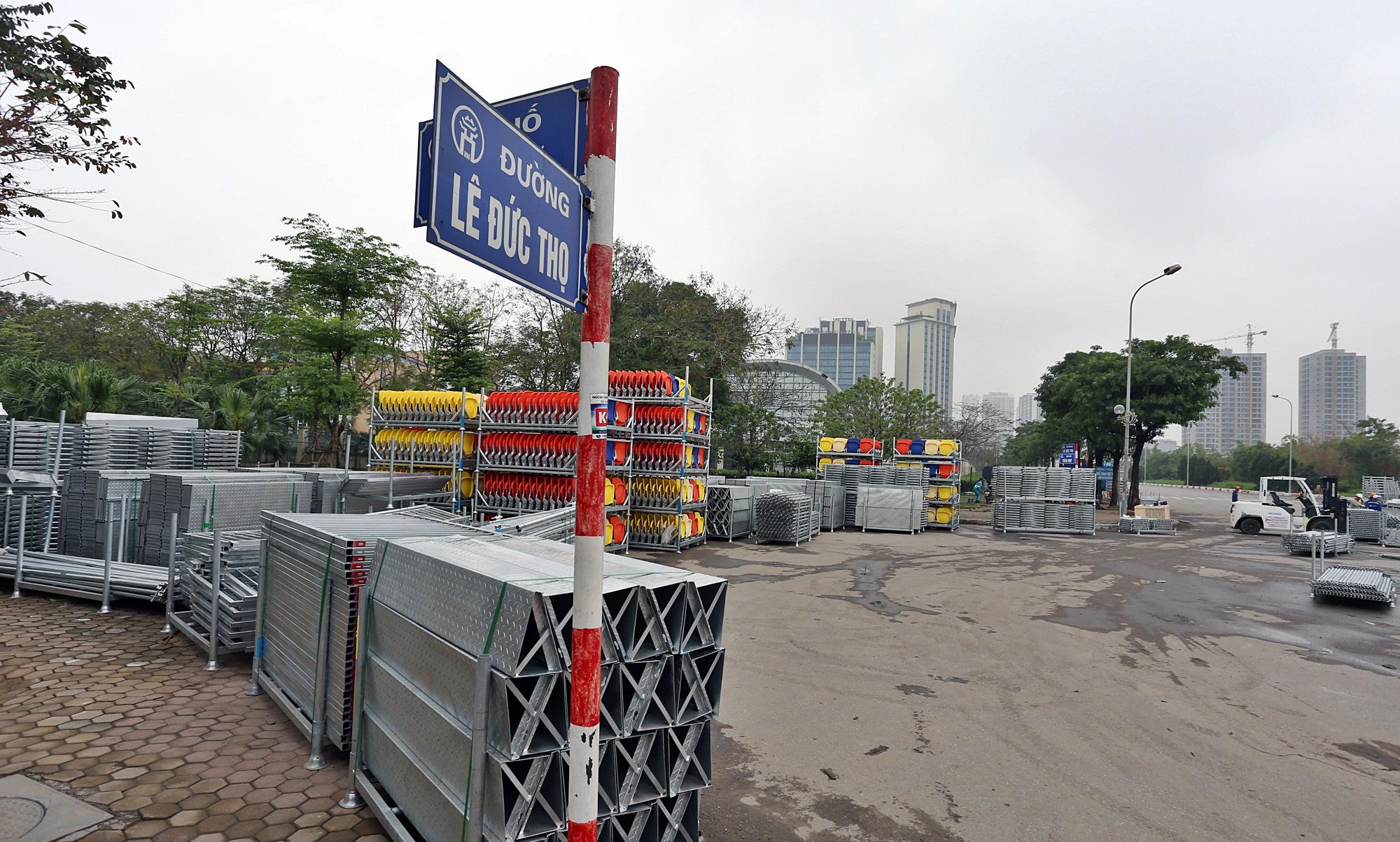 Hoãn đua F1 Hà Nội vì dịch Covid-19, khán đài di động bị tháo dỡ - Ảnh 15.