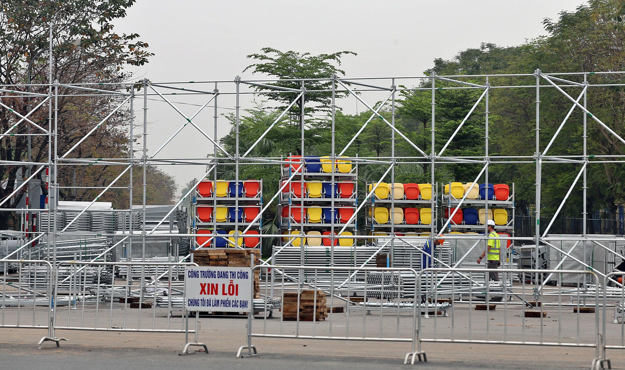 Hoãn đua F1 Hà Nội vì dịch Covid-19, khán đài di động bị tháo dỡ - Ảnh 16.