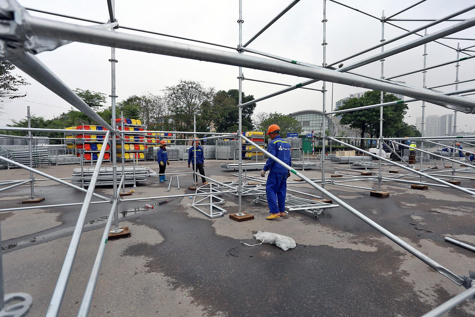Hoãn đua F1 Hà Nội vì dịch Covid-19, khán đài di động bị tháo dỡ - Ảnh 6.