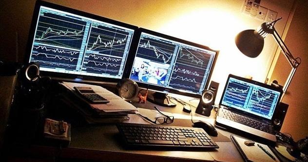 Thị trường dịch chuyển còn nhanh hơn cả mạng WiFi, trader điên đầu vì làm việc tại nhà - Ảnh 1.