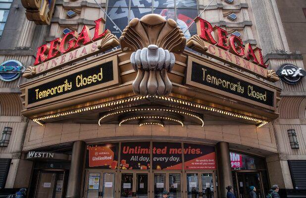 Australia đóng cửa các rạp chiếu phim, sòng bạc trên toàn quốc, trường học và siêu thị vẫn mở cửa - Ảnh 1.