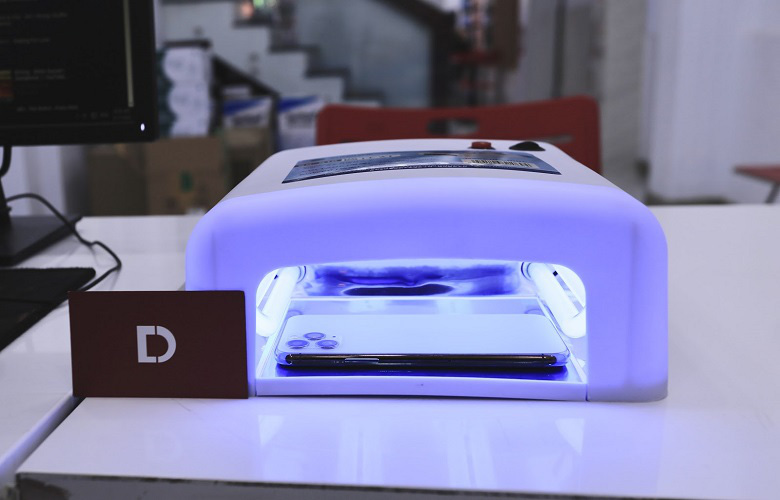 Dịch vụ khử khuẩn điện thoại bằng tia UV miễn phí phòng Covid-19 tại TPHCM - Ảnh 2.