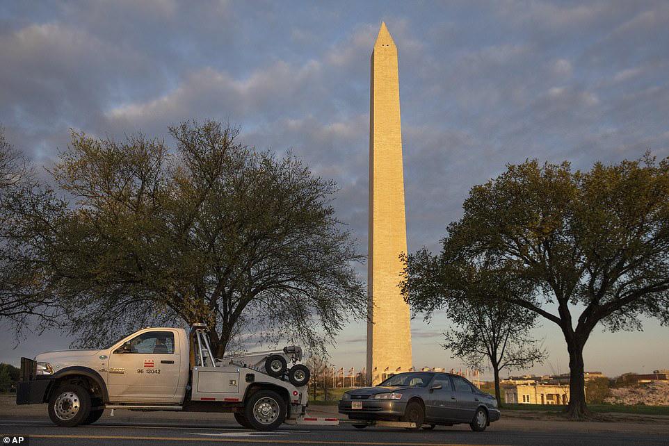 Bất chấp dịch corona, hàng trăm người vẫn đổ về Washington DC để ngắm hoa anh đào - Ảnh 8.