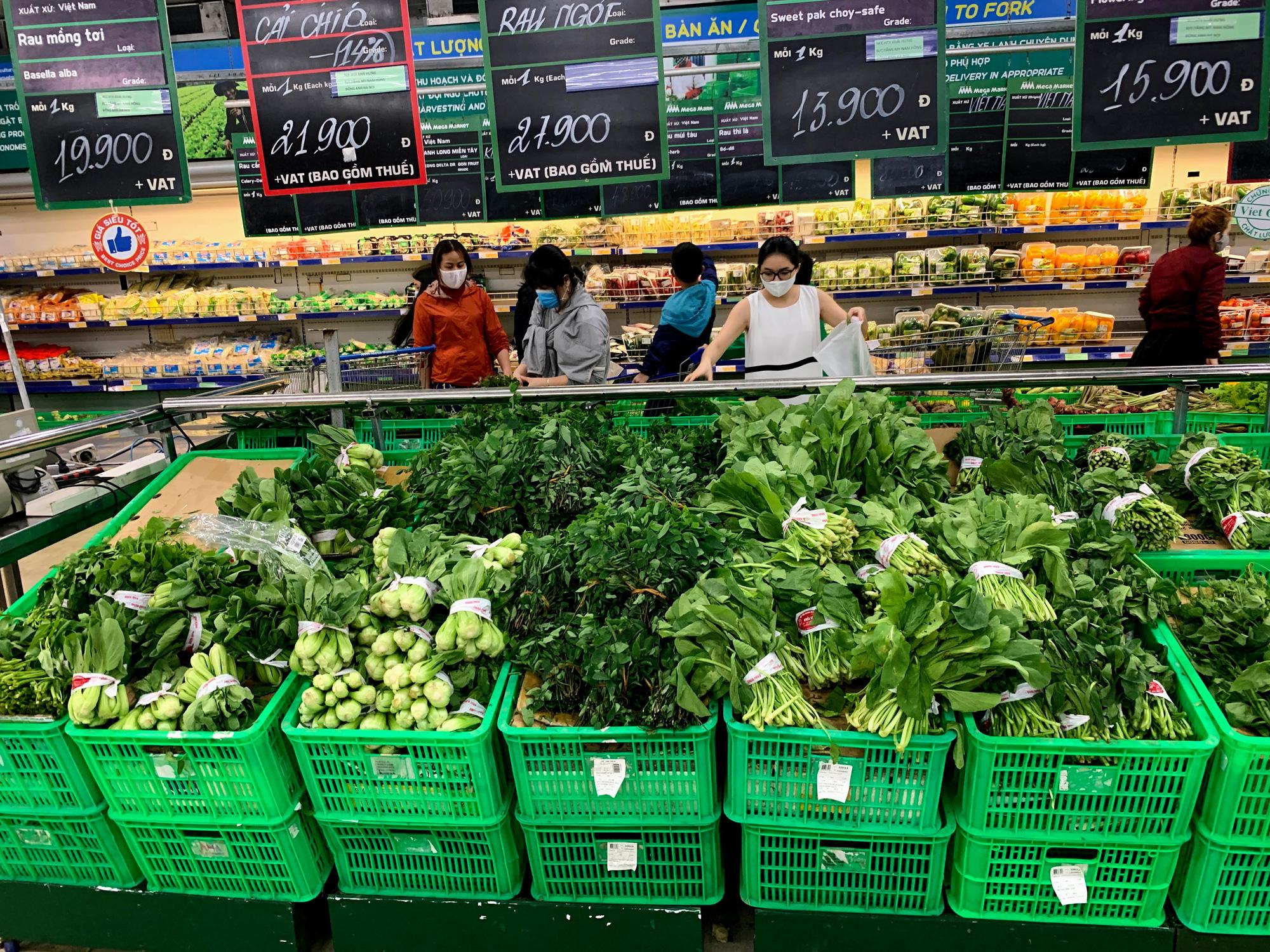 17 người nhiễm Covid - 19 được chữa khỏi, người dân lạc quan quay trở lại mua sắm trong siêu thị, trung tâm thương mại - Ảnh 4.
