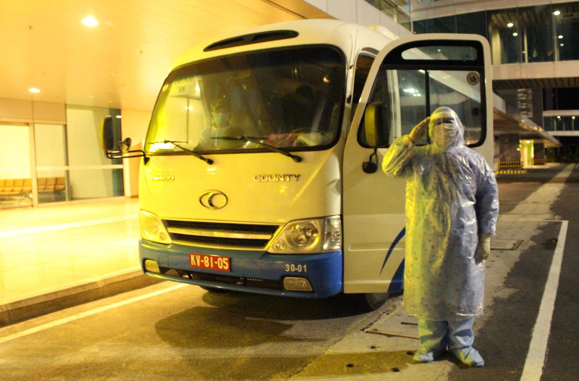 Sân bay Cam Ranh đón 412 công dân Việt Nam từ Nhật Bản về nước - Ảnh 15.