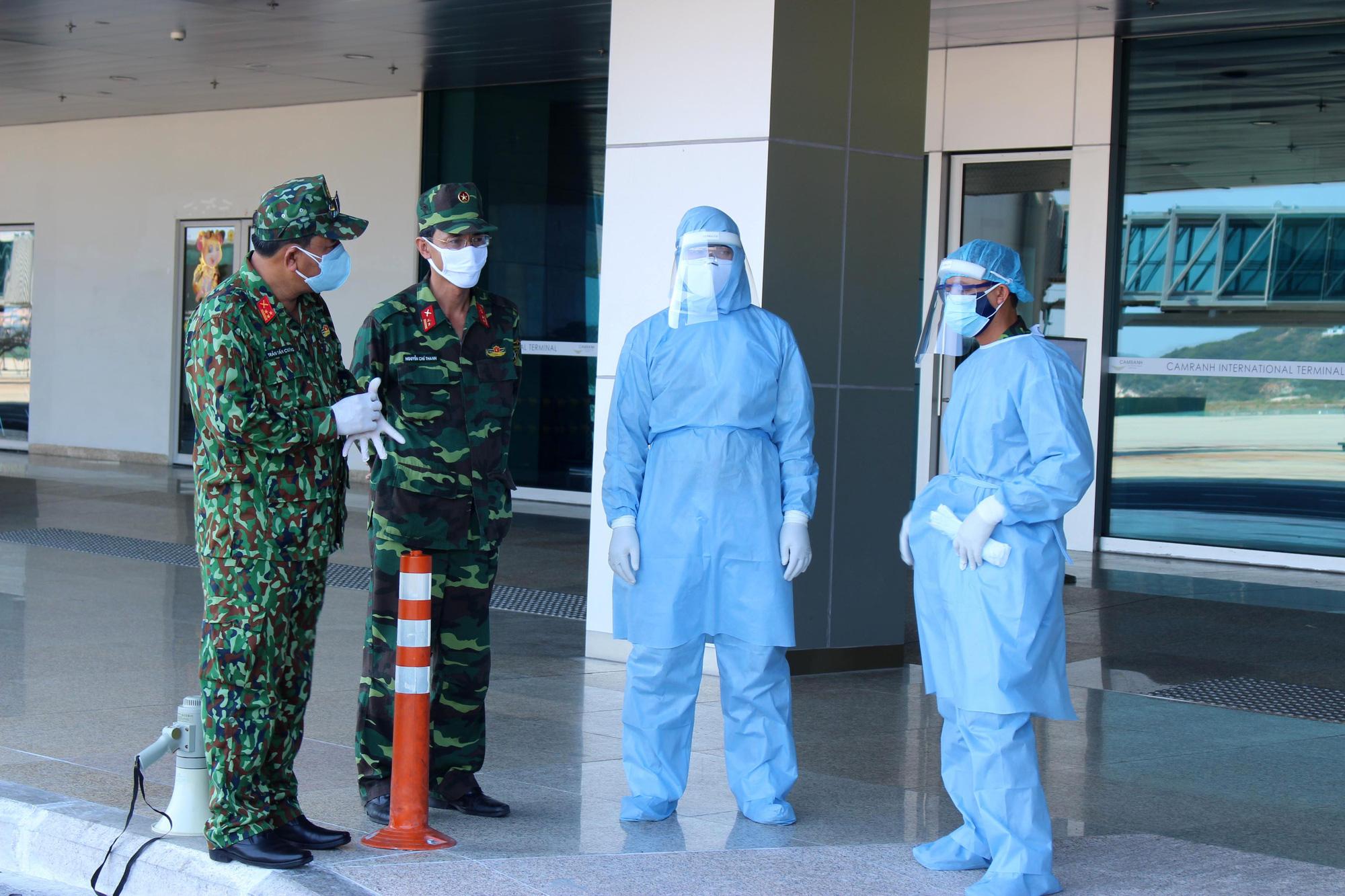 Sân bay Cam Ranh đón 412 công dân Việt Nam từ Nhật Bản về nước - Ảnh 8.
