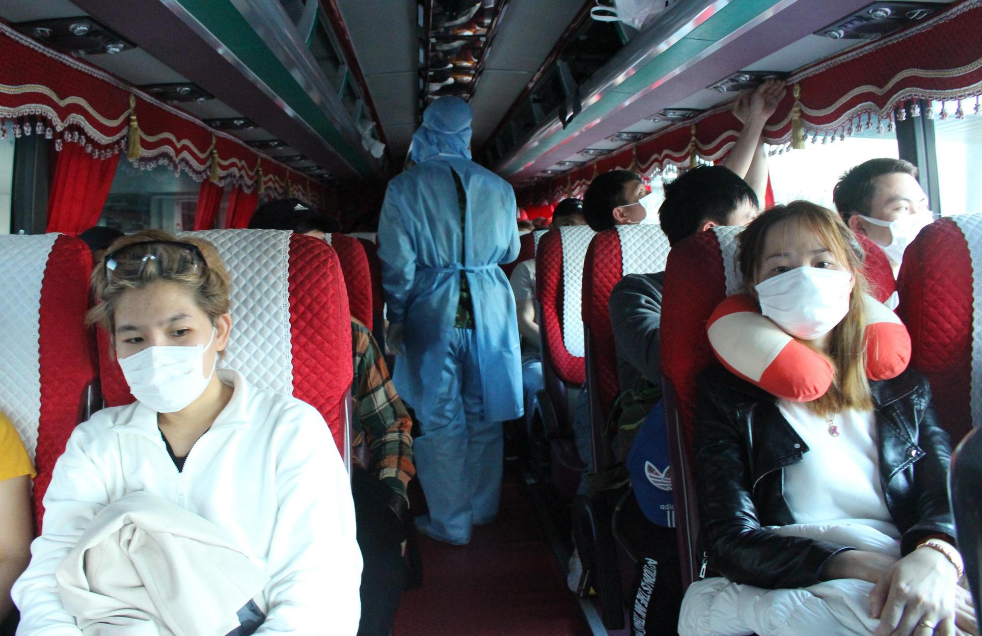 Sân bay Cam Ranh đón 412 công dân Việt Nam từ Nhật Bản về nước - Ảnh 10.