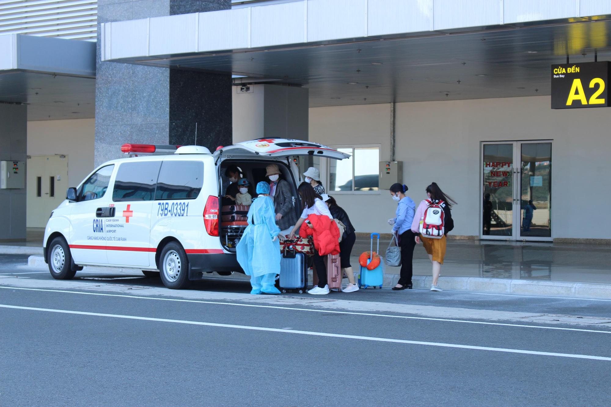 Sân bay Cam Ranh đón 412 công dân Việt Nam từ Nhật Bản về nước - Ảnh 6.