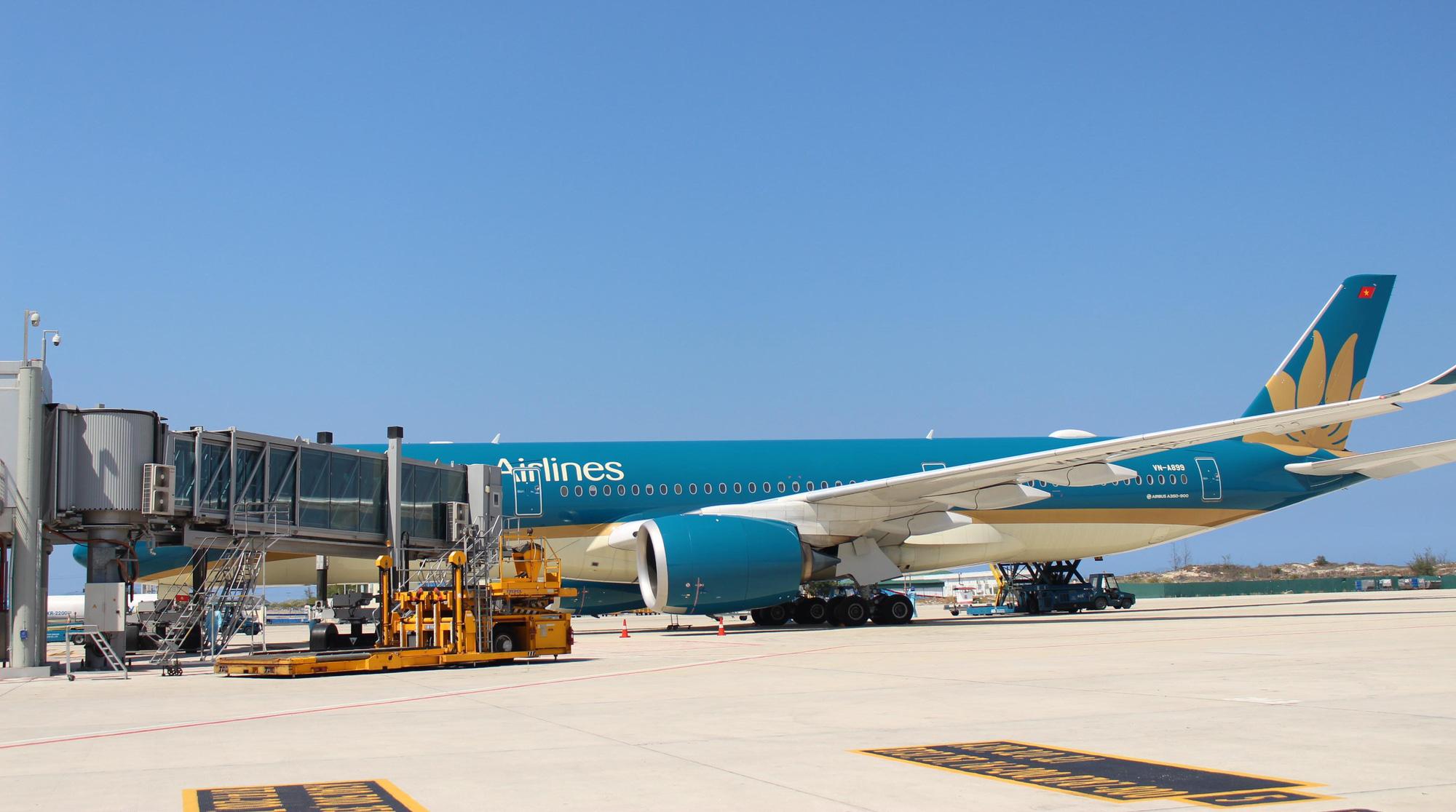 Sân bay Cam Ranh đón 412 công dân Việt Nam từ Nhật Bản về nước - Ảnh 16.