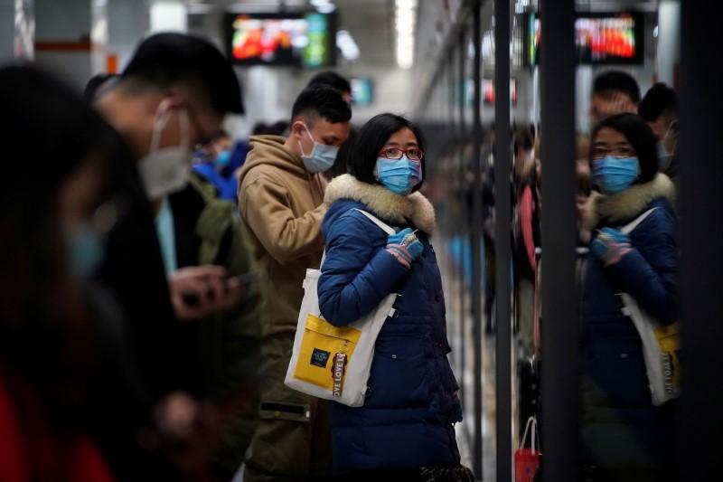 Thế giới đóng cửa, Trung Quốc đối mặt cơn bão kinh tế thứ 2 - Ảnh 1.