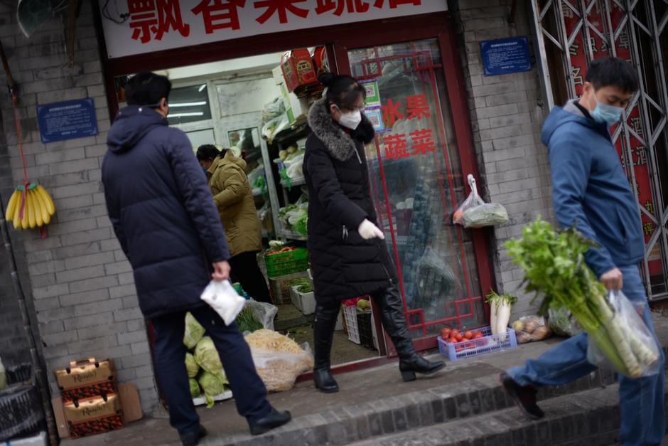 Thế giới đóng cửa, Trung Quốc đối mặt cơn bão kinh tế thứ 2 - Ảnh 3.