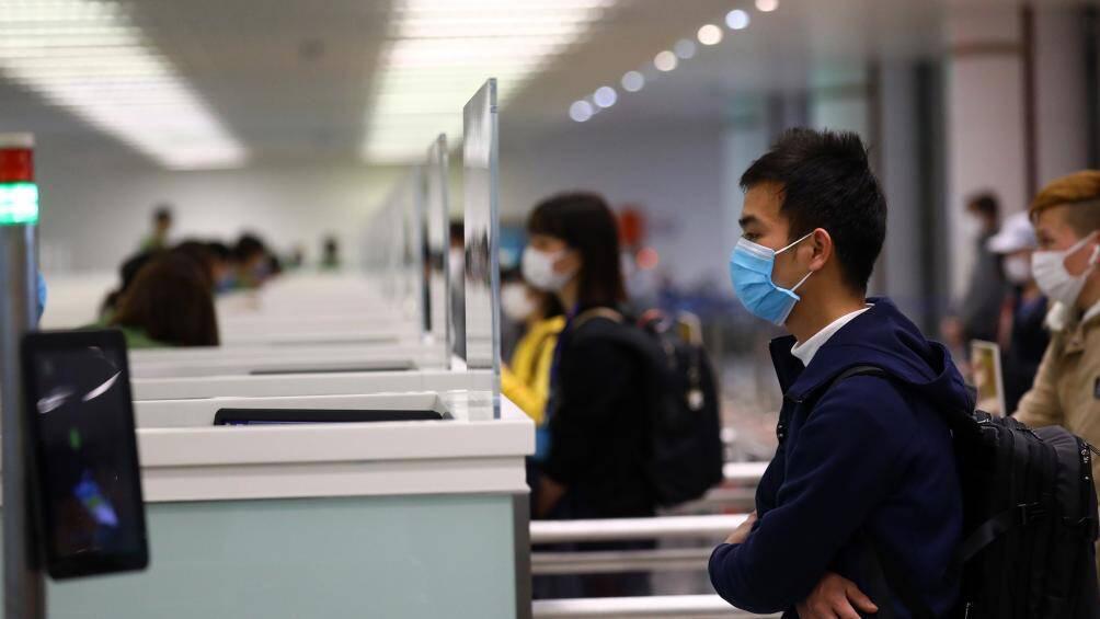 Hôm nay, sân bay Nội Bài đón 4 chuyến bay chở người Việt về từ vùng dịch - Ảnh 1.