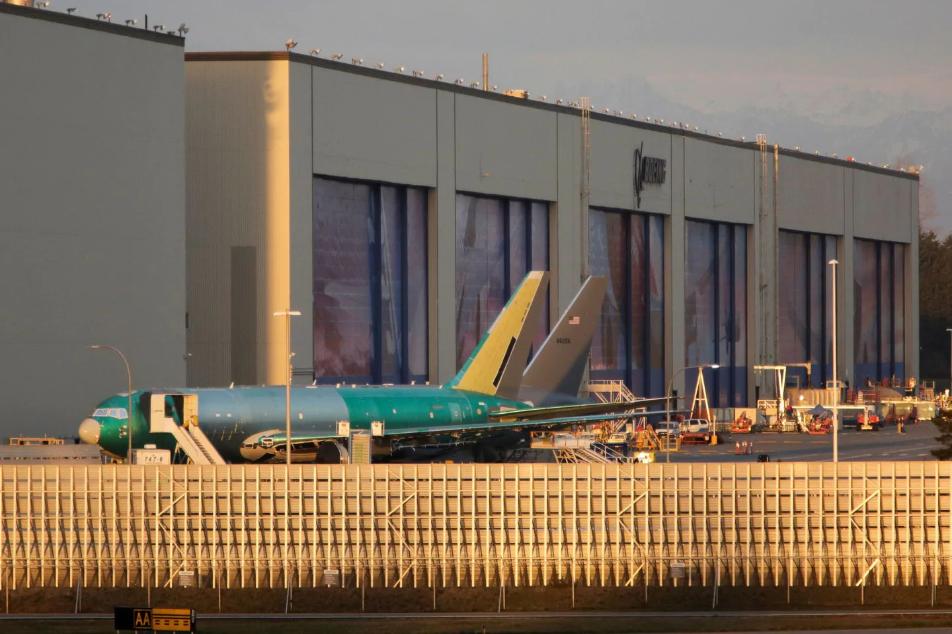 Hãng Boeing tạm dừng tất cả các hoạt động sản xuất tại khu vực Puget Sound trong vòng hai tuần - Ảnh 1.