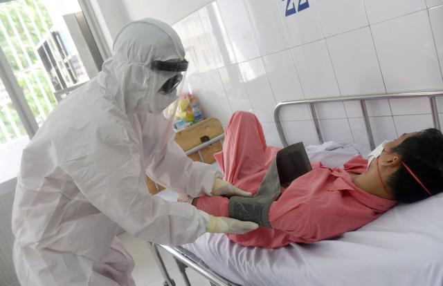 Tập đoàn Hưng Thịnh tặng 20 tỉ đồng cho y bác sĩ tuyến đầu chống dịch, hỗ trợ 100 tỉ cho toàn bộ khách hàng - Ảnh 1.