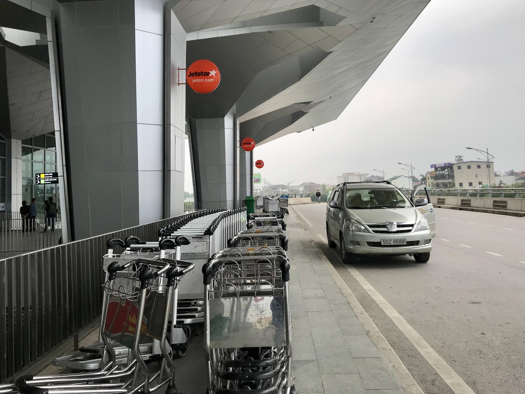 Nghệ An: Nhà xe bình thường chạy 8-10 chuyến một ngày, nay chỉ chạy 2 chuyến vẫn không kín khách - Ảnh 1.