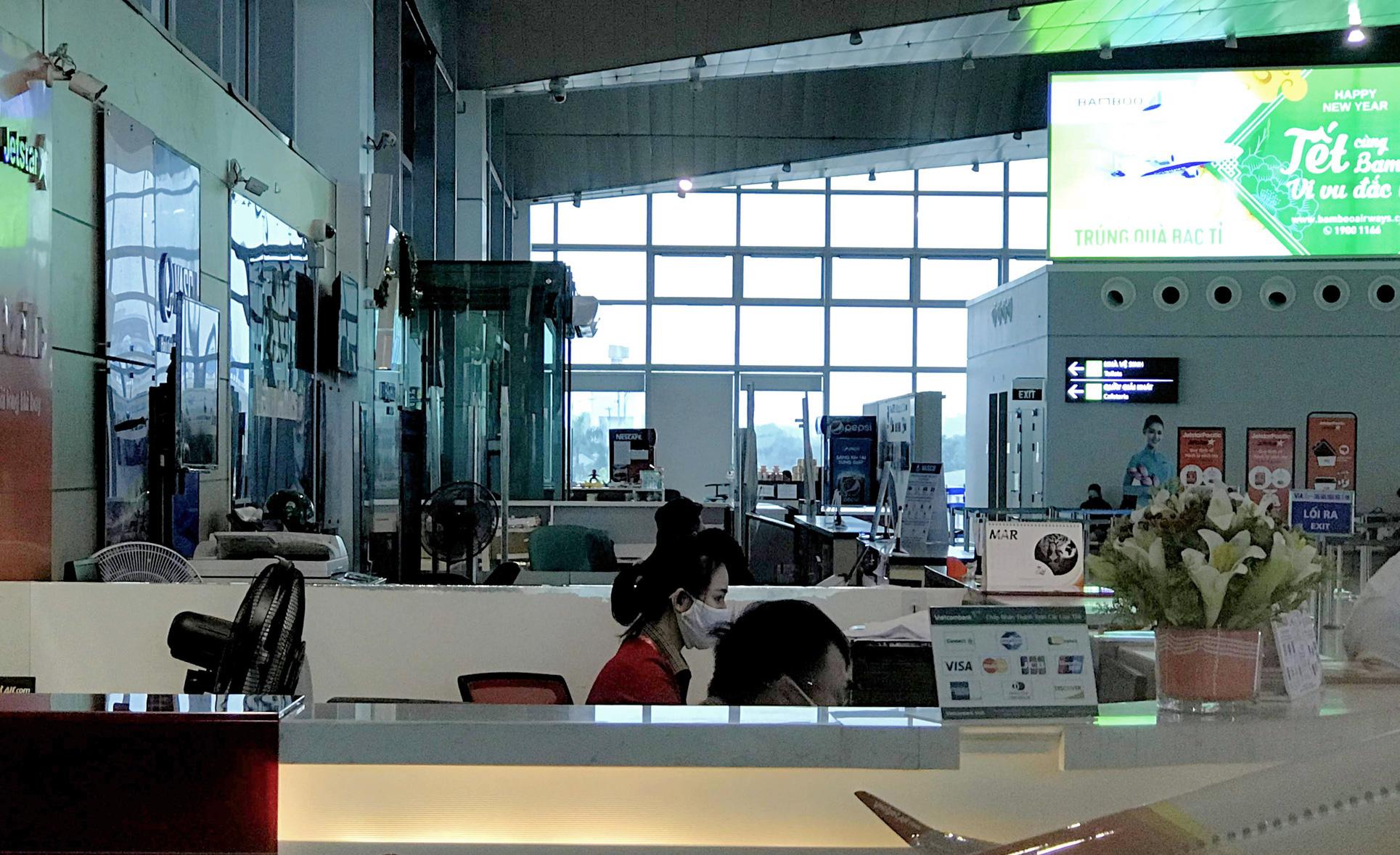Nghệ An: Nhà xe bình thường chạy 8-10 chuyến một ngày, nay chỉ chạy 2 chuyến vẫn không kín khách - Ảnh 5.