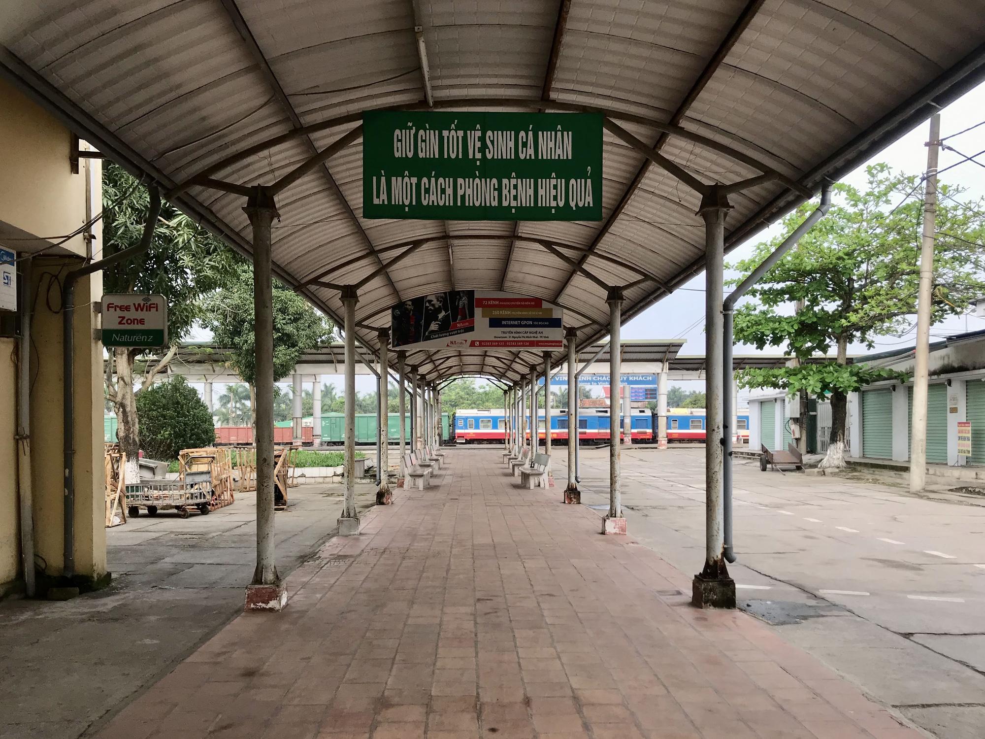 Nghệ An: Nhà xe bình thường chạy 8-10 chuyến một ngày, nay chỉ chạy 2 chuyến vẫn không kín khách - Ảnh 13.