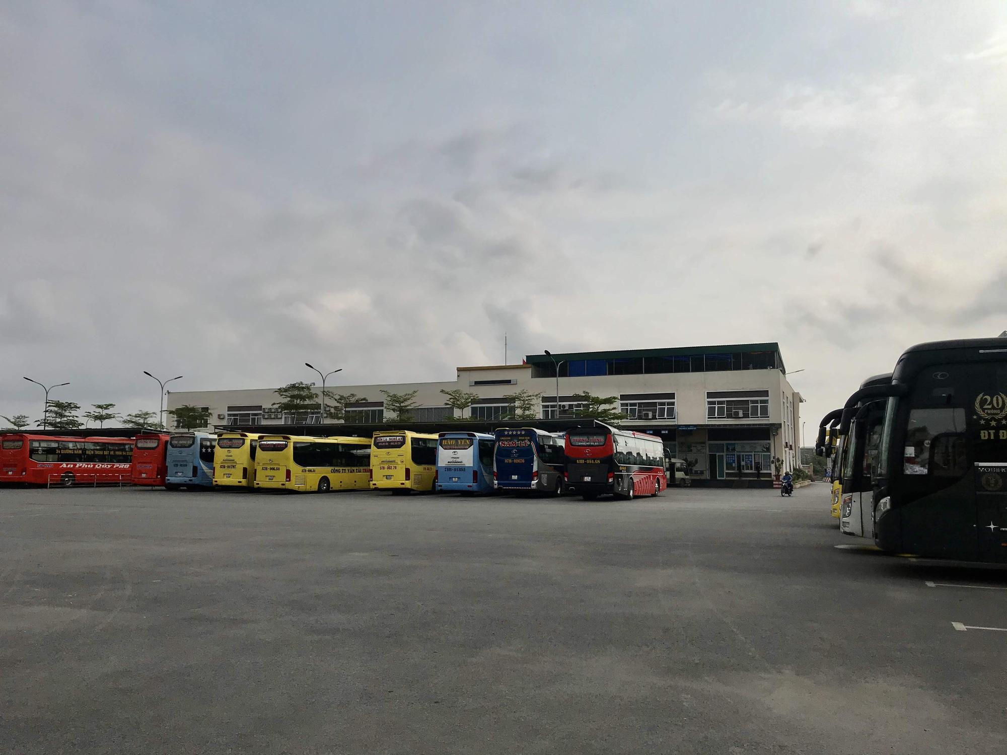 Nghệ An: Nhà xe bình thường chạy 8-10 chuyến một ngày, nay chỉ chạy 2 chuyến vẫn không kín khách - Ảnh 18.
