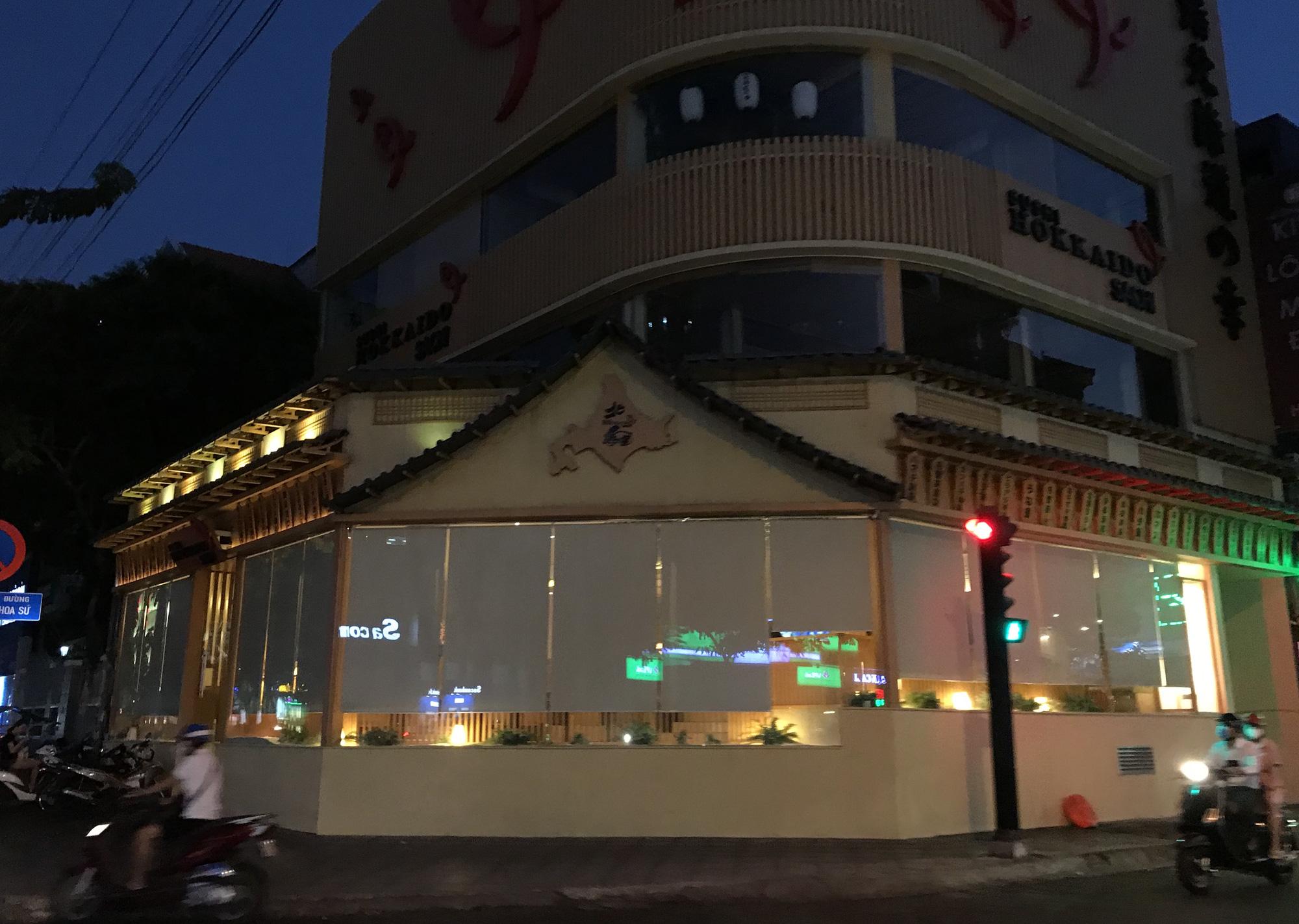 Nhà hàng, quán ăn Sài Gòn vội vàng đóng cửa phòng Covid-19 sau quyết định của UBND TP - Ảnh 9.