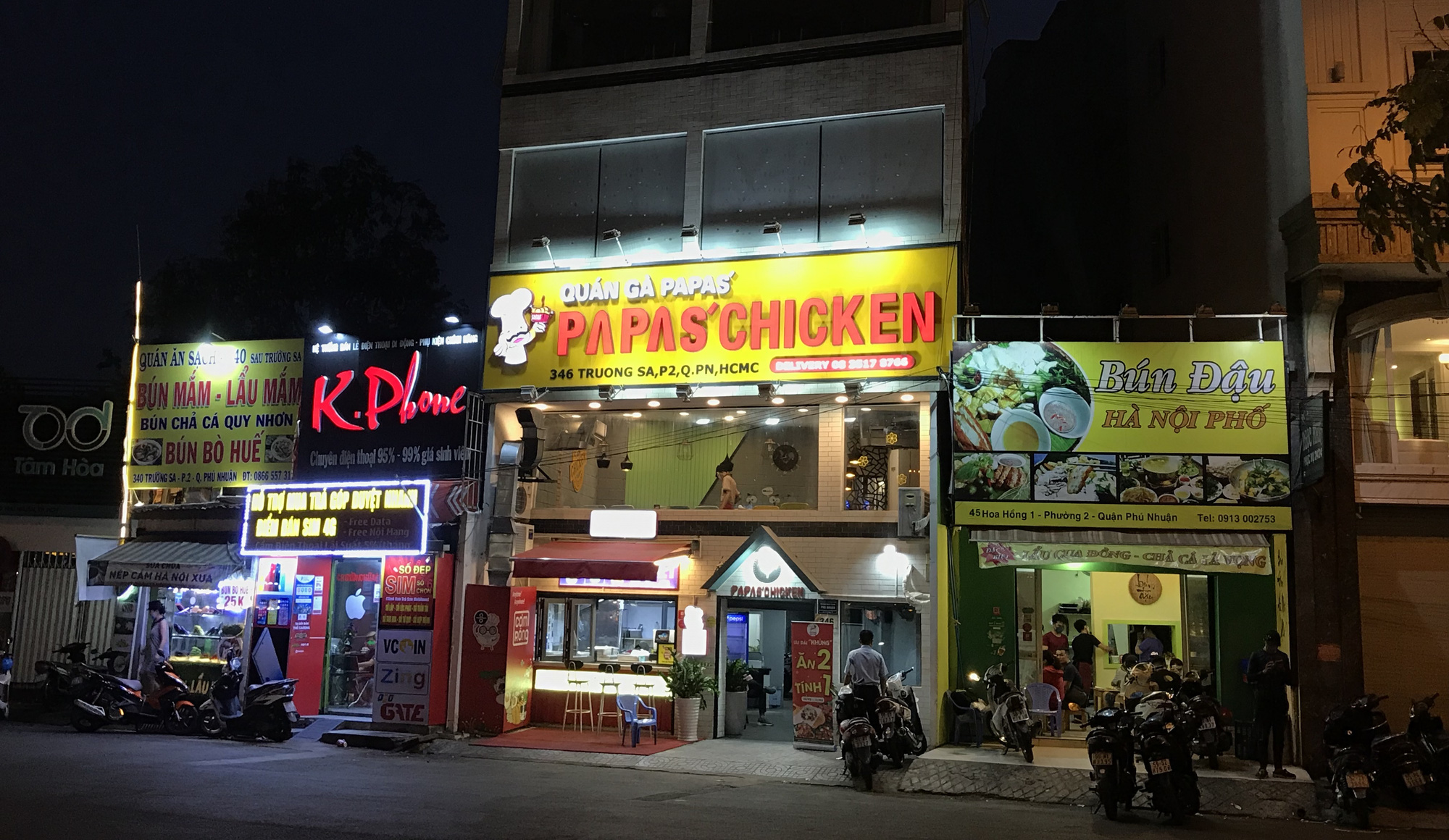 Nhà hàng, quán ăn Sài Gòn vội vàng đóng cửa phòng Covid-19 sau quyết định của UBND TP - Ảnh 13.